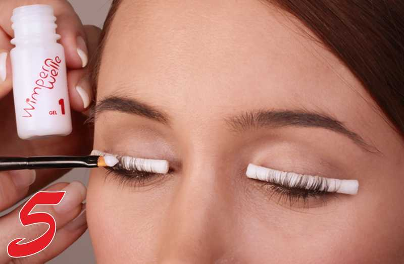 Eyelash perm vs eyelash extensions do you know the difference eyes and the skin around the eye is extremely delicate so any accidental contact from the lash curling solution can cause extreme irritation solutioingenieria Choice Image
